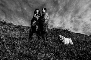 Pre boda en Hervás de Tamara y David realizada por Johnny García, mejor fotógrafo de bodas en Extremadura, un retrato de los tres