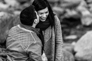 Pre boda en Hervás de Tamara y David realizada por Johnny García, mejor fotógrafo de bodas en Extremadura, la pareja cerca del río Ambroz
