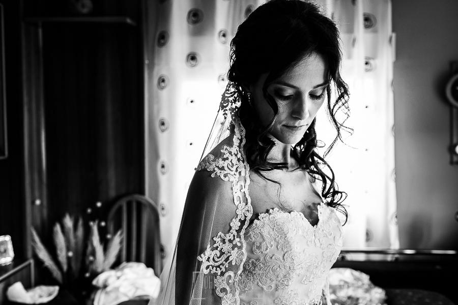 Boda de Noelia y César en Horcajo de Montemayor realizada por Johnny García, Fotógrafo de bodas en Salamanca, un retrato de Noelia