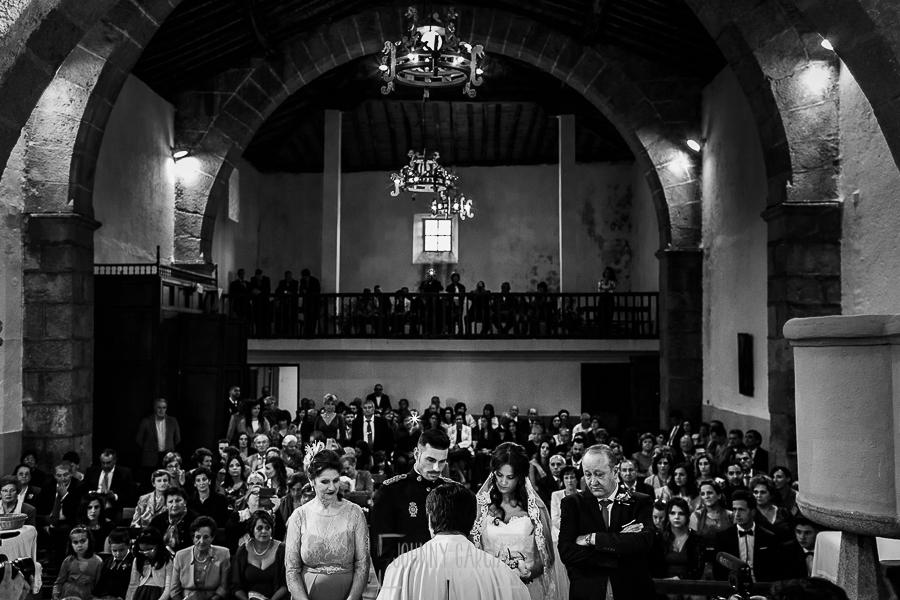 Boda de Noelia y César en Horcajo de Montemayor realizada por Johnny García, Fotógrafo de bodas en Salamanca, Noelia y Cesar a punto de decirse el Si, Quiero