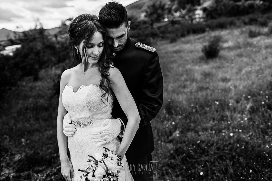 Boda de Noelia y César en Horcajo de Montemayor realizada por Johnny García, Fotógrafo de bodas en Salamanca, un retrato de Noelia y César