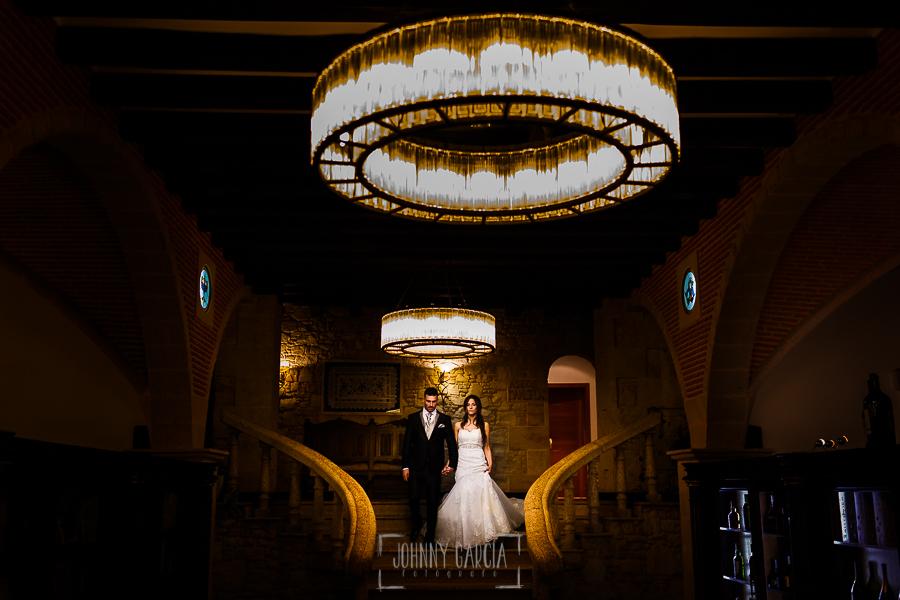 Boda de Noelia y César en Horcajo de Montemayor realizada por Johnny García, Fotógrafo de bodas en Salamanca, los novios entran al restaurante