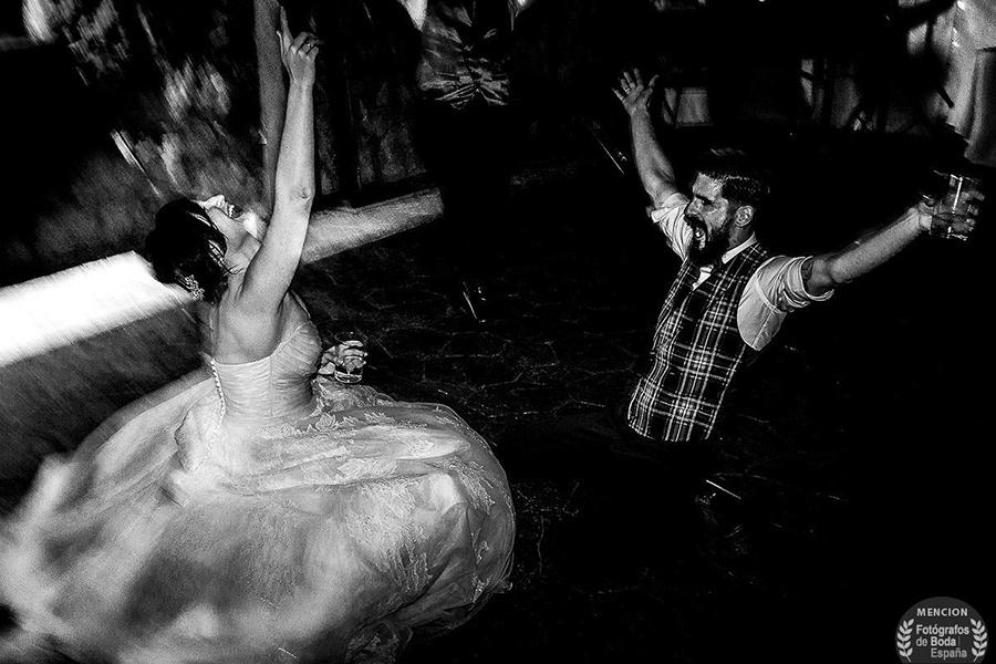 Fotografía premiada en la categoría momento en Fotógrafos de Boda en España, realizada por Johnny García, fotógrafo de bodas en España