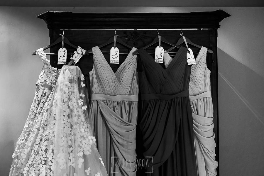 Boda en la Hacienda Zorita de Salamanca de Emma y Michael realizada por Johnny García, wedding photographers in Spain, los vestidos de la novia y de las damas de honor