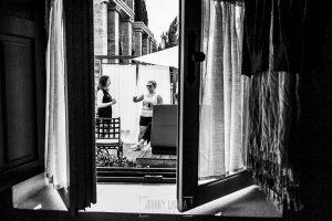 Boda en la Hacienda Zorita de Salamanca de Emma y Michael realizada por Johnny García, wedding photographers in Spain, Emma con sus amigas