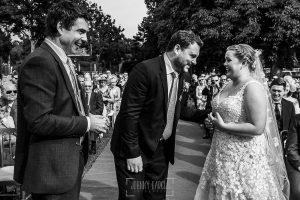 Boda en la Hacienda Zorita de Salamanca de Emma y Michael realizada por Johnny García, wedding photographers in Spain, momento del intercambio de anillos