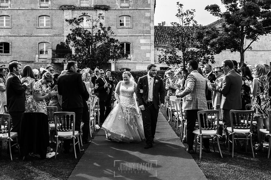 Boda en la Hacienda Zorita de Salamanca de Emma y Michael realizada por Johnny García, wedding photographers in Spain, momento del rito del arroz