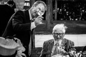Boda en la Hacienda Zorita de Salamanca de Emma y Michael realizada por Johnny García, wedding photographers in Spain, el abuelo de la novia catando el vino de la boda