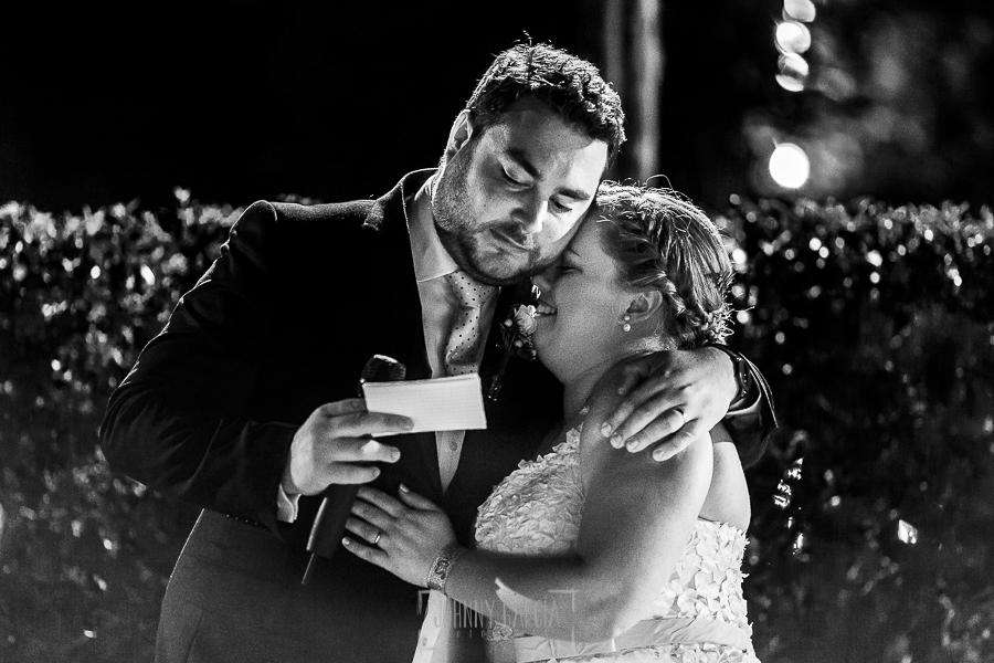 Boda en la Hacienda Zorita de Salamanca de Emma y Michael realizada por Johnny García, wedding photographers in Spain, el novio emocionado en su discurso