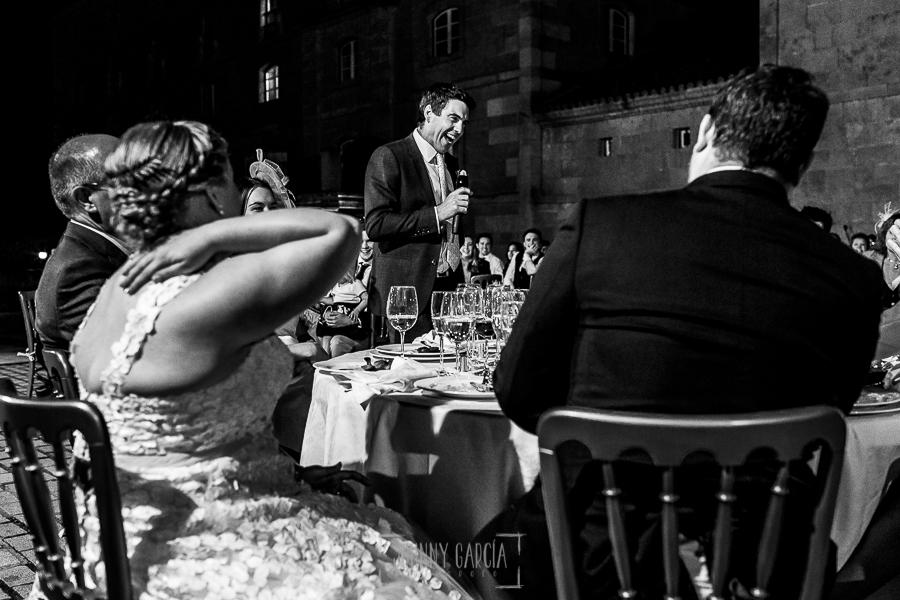 Boda en la Hacienda Zorita de Salamanca de Emma y Michael realizada por Johnny García, wedding photographers in Spain, discurso del padrino de la ceremonia