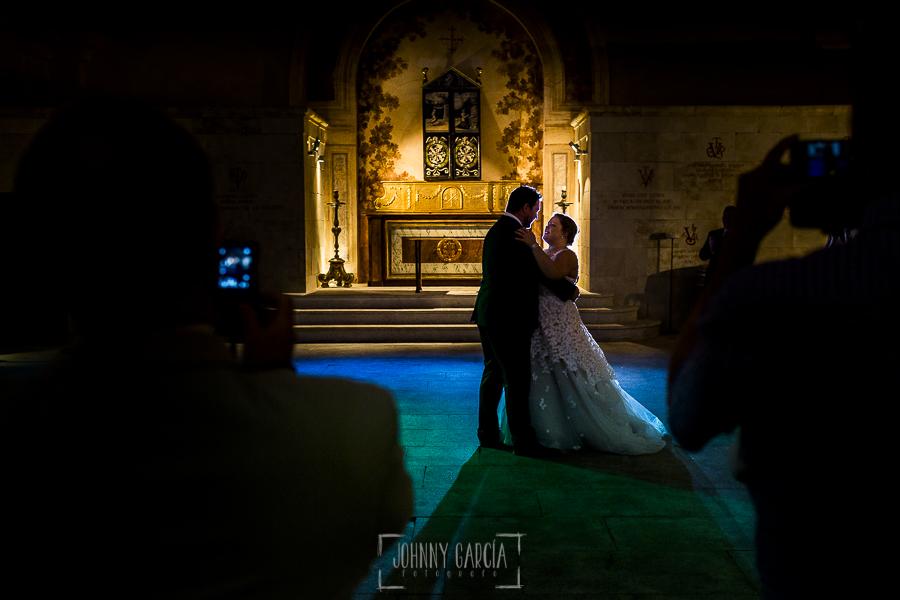 Boda en la Hacienda Zorita de Salamanca de Emma y Michael realizada por Johnny García, wedding photographers in Spain, primer baile de la pareja