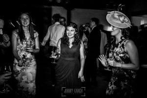 Boda en la Hacienda Zorita de Salamanca de Emma y Michael realizada por Johnny García, wedding photographers in Spain, las damas de honor en la fiesta