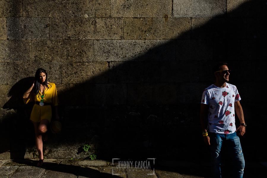 Pre boda en la Alberca de Noelia y Andrés realizada por el fotógrafo de bodas en Salamanca Johnny García, la luz nos ayuda a componer la imagen