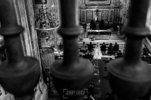 Boda en Salamanca de Laura y Manu, realizada por el fotógrafo de bodas en Salamanca Johnny García, vista de la ceremonia desde el coro de la iglesia