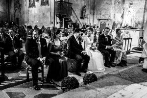 Boda en Salamanca de Laura y Manu, realizada por el fotógrafo de bodas en Salamanca Johnny García, un momento de la ceremonia donde los novios se miran