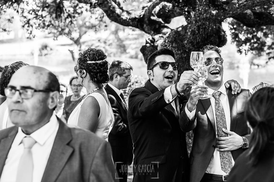Boda en Salamanca de Laura y Manu, realizada por el fotógrafo de bodas en Salamanca Johnny García, invitados responden al brindis de los novios