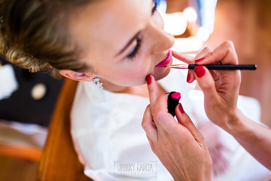 Boda en Salamanca de Laura y Manu, realizada por el fotógrafo de bodas en Salamanca Johnny García, Laura en su sesión de maquillaje