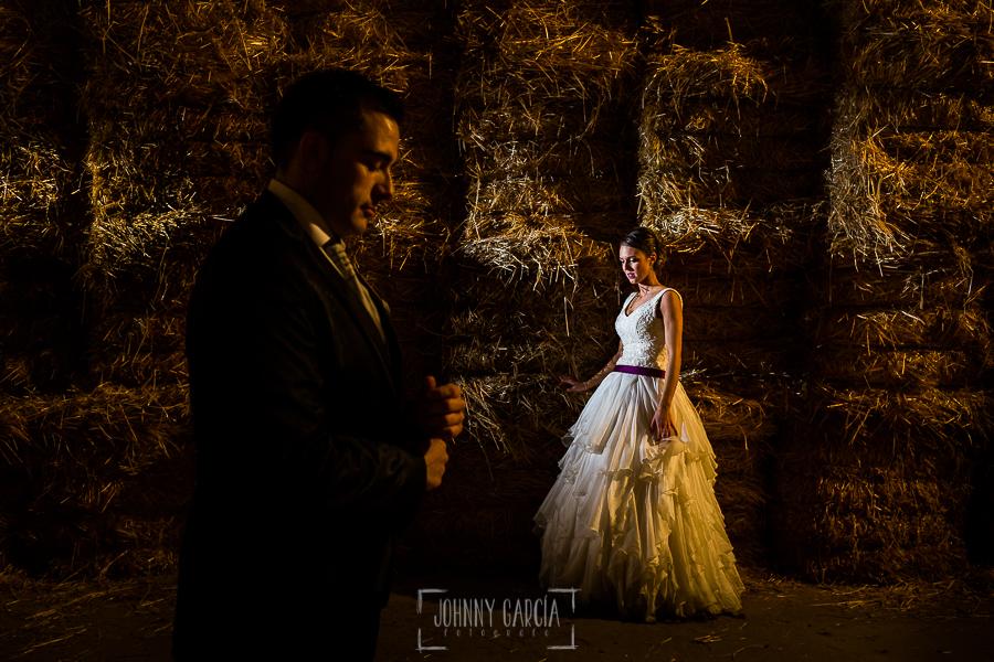 Boda en Salamanca de Laura y Manu, realizada por el fotógrafo de bodas en Salamanca Johnny García, Laura y MAnu en un establo