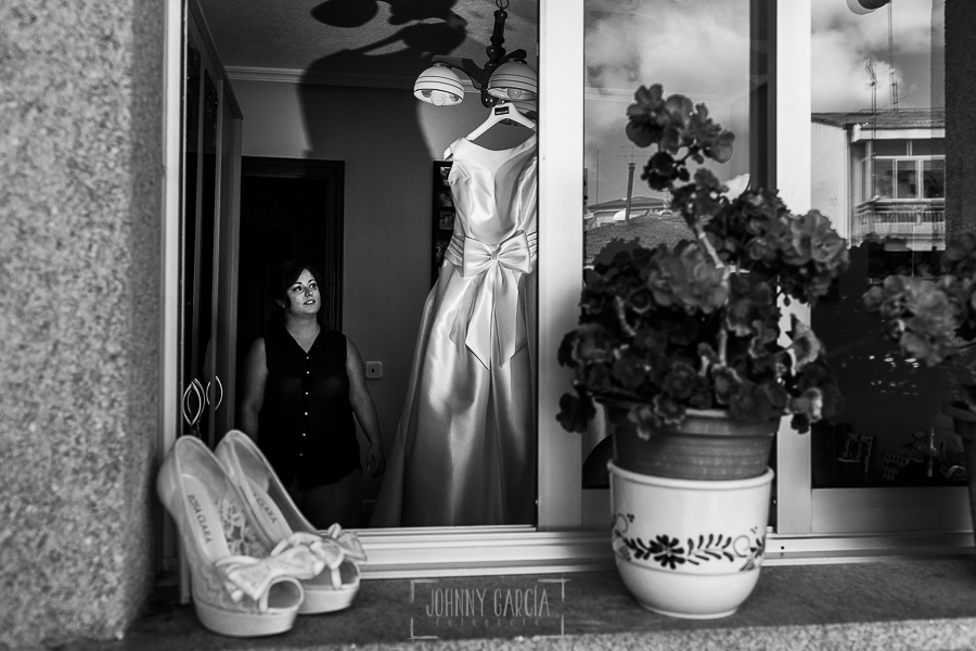 Boda en Guijuelo, Salamanca, de María Eugenia y David, realizada por Johnny García, fotógrafo de bodas en Salamanca, María Eugenia con su vestido de novia