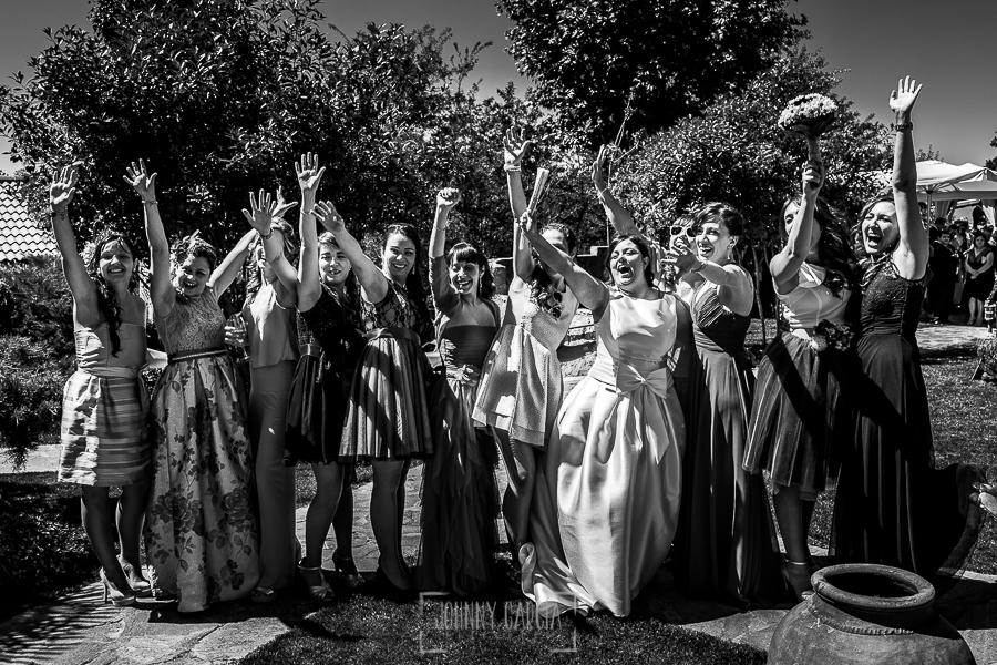 Boda en Guijuelo, Salamanca, de María Eugenia y David, realizada por Johnny García, fotógrafo de bodas en Salamanca, un retrato con las amigas de la novia