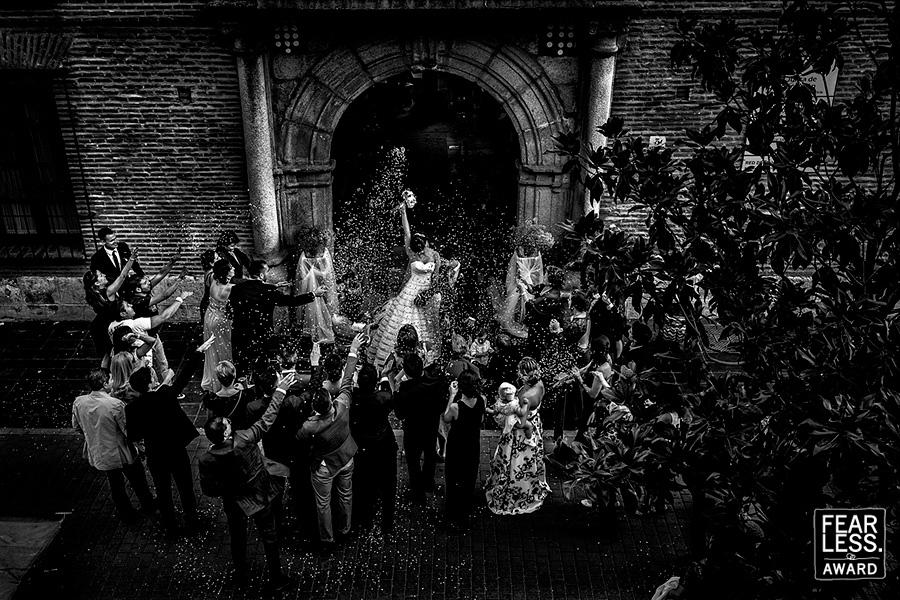 Fotografía premiada en los premios Fearless en su colección 38, realizada por Johnny García, fotógrafo de bodas en Extremadura, en Medina del Campo, Valladolid