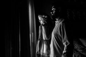 Boda en Hervás y postboda en Trevejo de Sofía y Charly realizada por Johnny García, fotógrafo de bodas en Extremadura, un retrato de la pareja antes de salir al altar