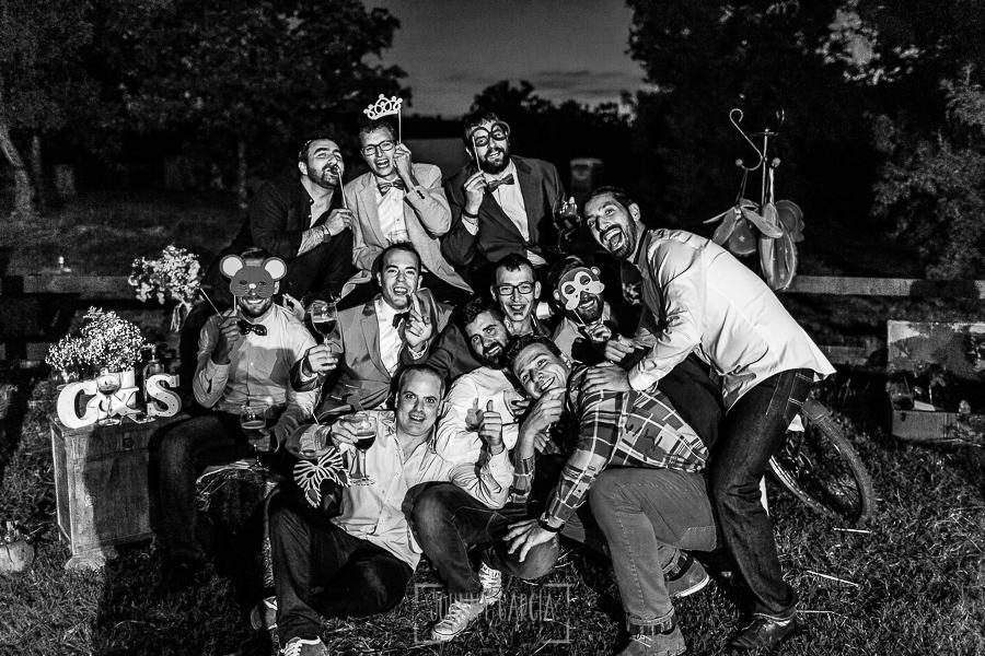 Boda en Hervás y postboda en Trevejo de Sofía y Charly realizada por Johnny García, fotógrafo de bodas en Extremadura, un retrato informal de algunos de los invitados