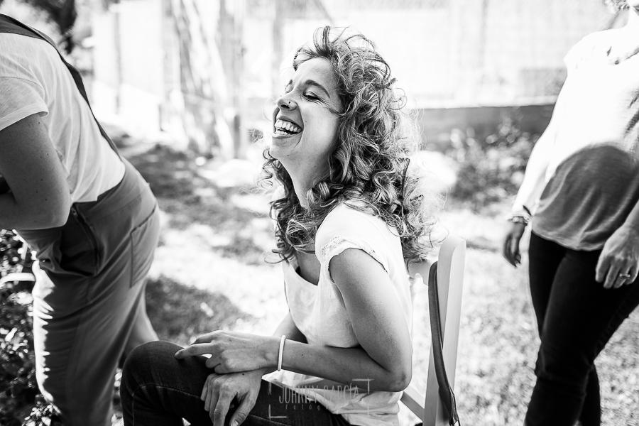 Boda en Hervás y postboda en Trevejo de Sofía y Charly realizada por Johnny García, fotógrafo de bodas en Extremadura, Sofía sonriendo