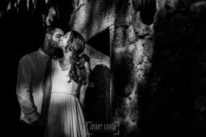 Boda en Hervás y postboda en Trevejo de Sofía y Charly realizada por Johnny García, fotógrafo de bodas en Extremadura, retrato de Sofía y Charly en su sesión de postboda