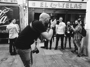 Encuentro Conecta 2017, fotografía de Johnny Garcia, fotógrafo de boda en España, durante su taller porlas calles de Valencia