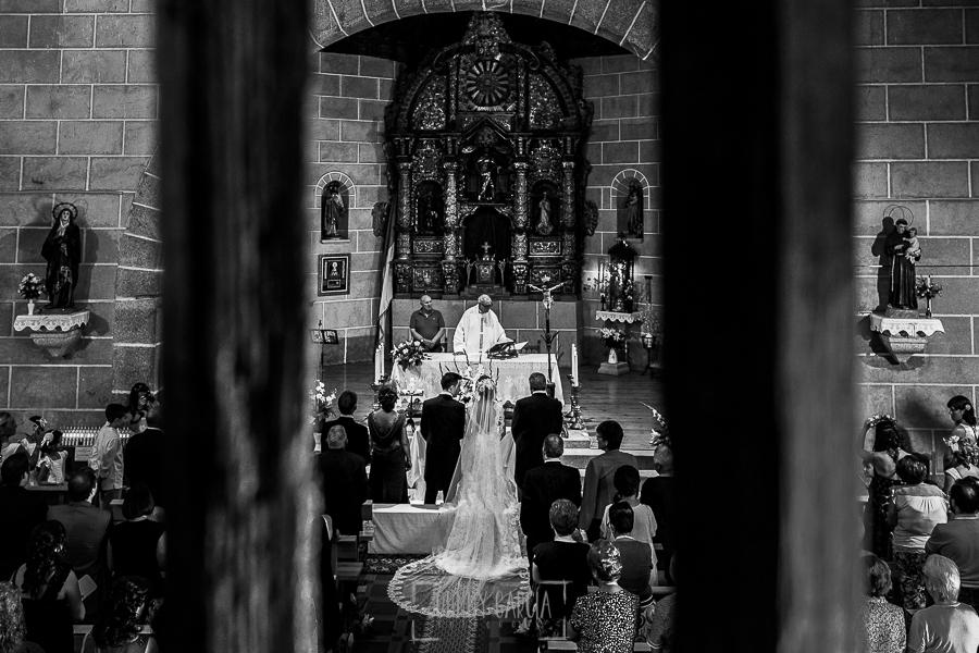 Post boda en Llanes y boda en Medinilla de Laura y Jonatan realizada por Johnny Garcia, fotografo de bodas en Asturias, una vista de la iglesia desde el coro