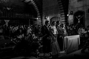 Post boda en Llanes y boda en Medinilla de Laura y Jonatan realizada por Johnny Garcia, fotografo de bodas en Asturias, una vista general del interior de la iglesia de Medinilla