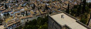 Boda en Granada de Marta y Mauricio realizada por Johnny García, fotógrafo de bodas en Granada, Marta y Mauricio en lo alto de una de las torres de la Alhambra de Granada, foto destacada