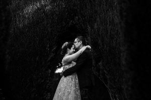 Boda en Granada de Marta y Mauricio realizada por Johnny García, fotógrafo de bodas en Granada, un retrato de los novios