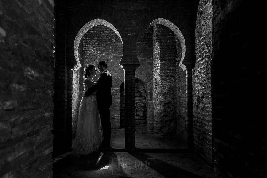 Boda en Granada de Marta y Mauricio realizada por Johnny García, fotógrafo de bodas en Granada, una fotografía en el interior de la Alhambra