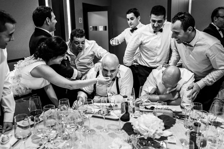 Boda en Íscar, Valladolid, de Marta y Oliver realizada por Johnny Garcia, fotógrafo de bodas en Valladolid, un amigo de los novios obligado a comer