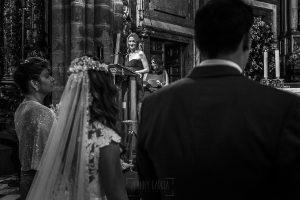 Boda en el Monasterio de Guadalupe de Ana Belén y Javier realizada por el fotógrafo de bodas en Extremadura Johnny García, una amiga de los novios les dedica unas palabras en la ceremonia