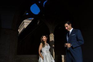 Boda en el Monasterio de Guadalupe de Ana Belén y Javier realizada por el fotógrafo de bodas en Extremadura Johnny García, retrato de los novios a color