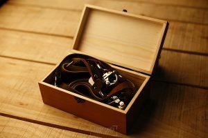 Correas Genuine Strap para cámaras de fotos probadas por Johnny García, fotógrafo de bodas en Extremadura, la caja abierta con la correa