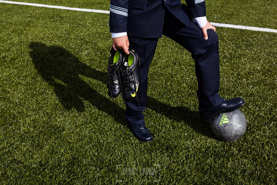 Fotos de comunión, comuniones Johnny García, fotógrafo en Extremadura, las botas de fútbol