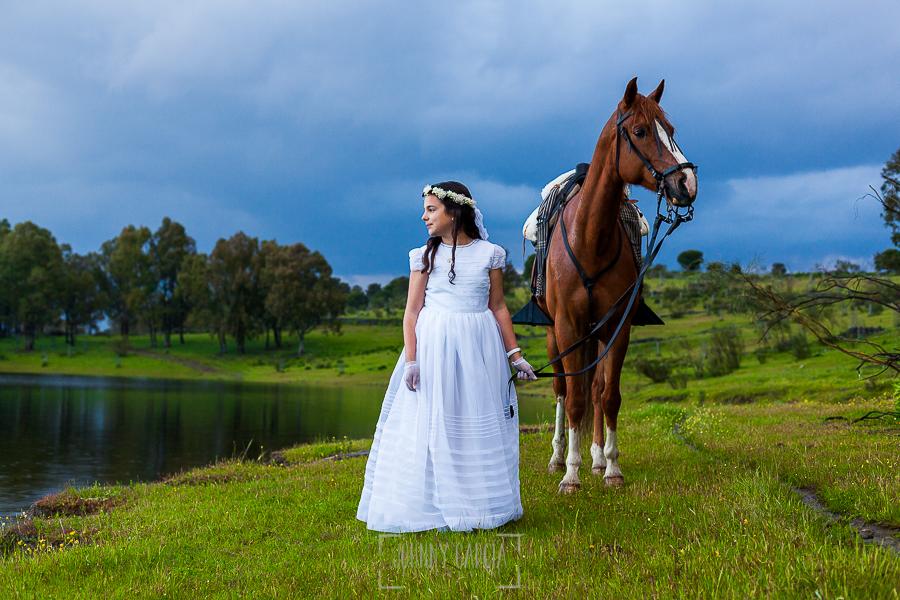 Fotos de comunión, comuniones Johnny García, fotógrafo en Extremadura, con su caballo