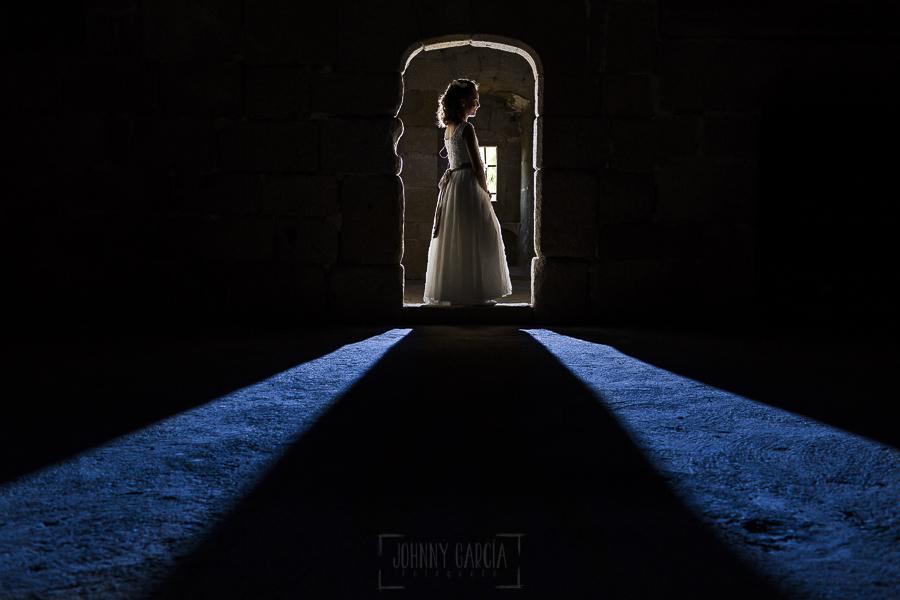 Fotos de comunión, comuniones Johnny García, fotógrafo en Extremadura, luces en el castillo