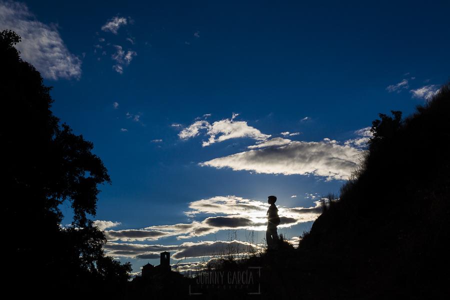 Fotos de comunión, comuniones Johnny García, fotógrafo en Extremadura, nubes y contraluz