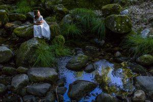 Fotos de comunión, comuniones Johnny García, fotógrafo en Extremadura, en el río