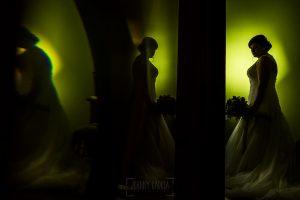 Boda en el Torreón de Veredillas de María e Iván, fotos de boda realizadas por el fotógrafo de bodas en Cáceres Johnny García, un retrato de María