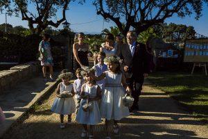 Boda en el Torreón de Veredillas de María e Iván, fotos de boda realizadas por el fotógrafo de bodas en Cáceres Johnny García, la novia llega a la finca de bodas el Torreón de Veredillas