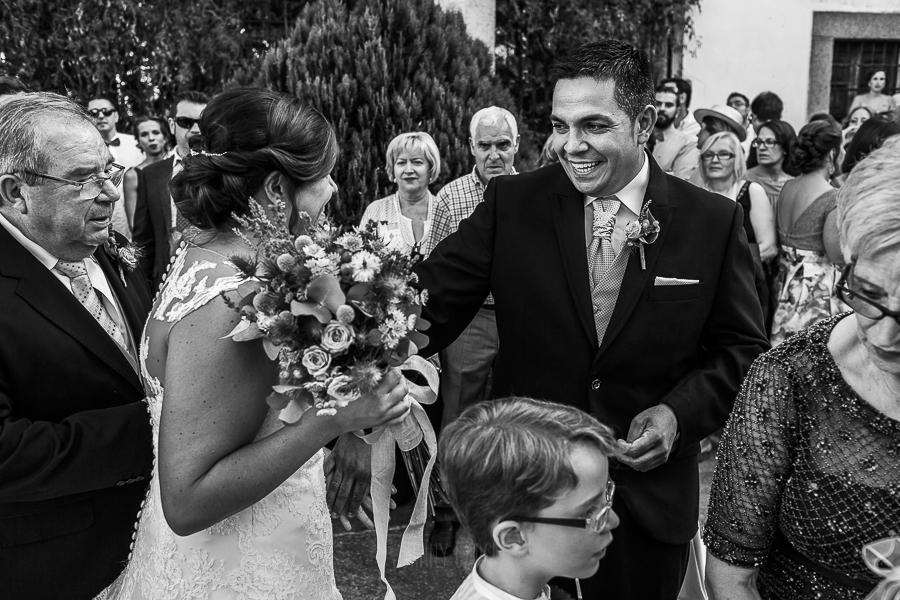 Boda en el Torreón de Veredillas de María e Iván, fotos de boda realizadas por el fotógrafo de bodas en Cáceres Johnny García, los novios se ven por primera vez