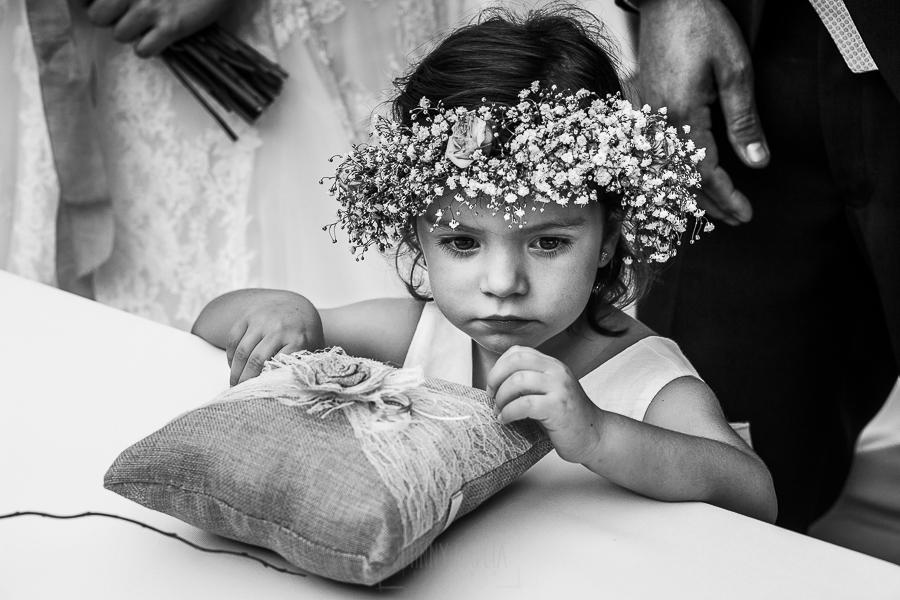 Boda en el Torreón de Veredillas de María e Iván, fotos de boda realizadas por el fotógrafo de bodas en Cáceres Johnny García, retrato de Emma