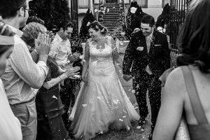 Boda en el Torreón de Veredillas de María e Iván, fotos de boda realizadas por el fotógrafo de bodas en Cáceres Johnny García, momento arroz