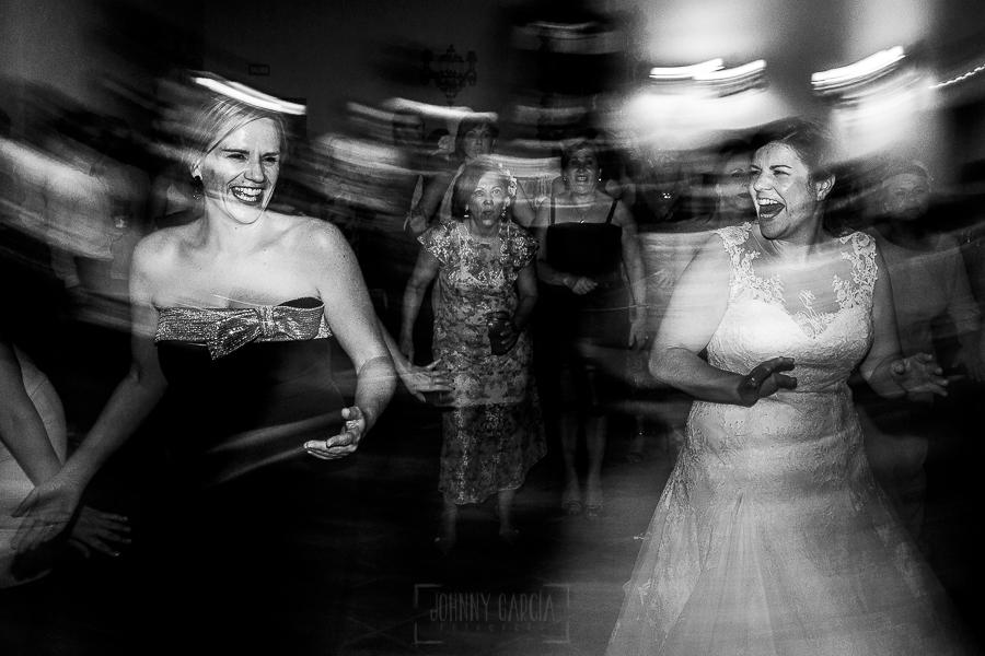 Boda en el Torreón de Veredillas de María e Iván, fotos de boda realizadas por el fotógrafo de bodas en Cáceres Johnny García, momento de la fiesta